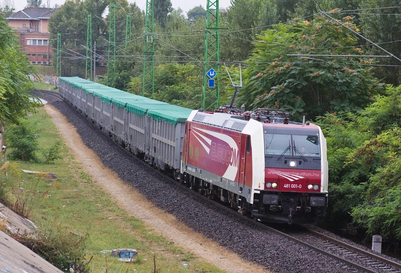 2008. szeptemberében a 481 001-es egy ócskavasvonat élén Soroksárnál (fotó: Vörös Attila)
