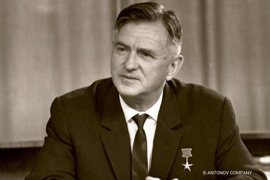 Oleg Antonov, 1906–1984