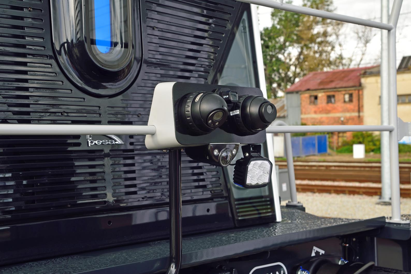 Az SM42-6Dn sorozatú mozdony környezetét korszerű kamerarendszer figyeli (képek forrása: Railway Gazette)