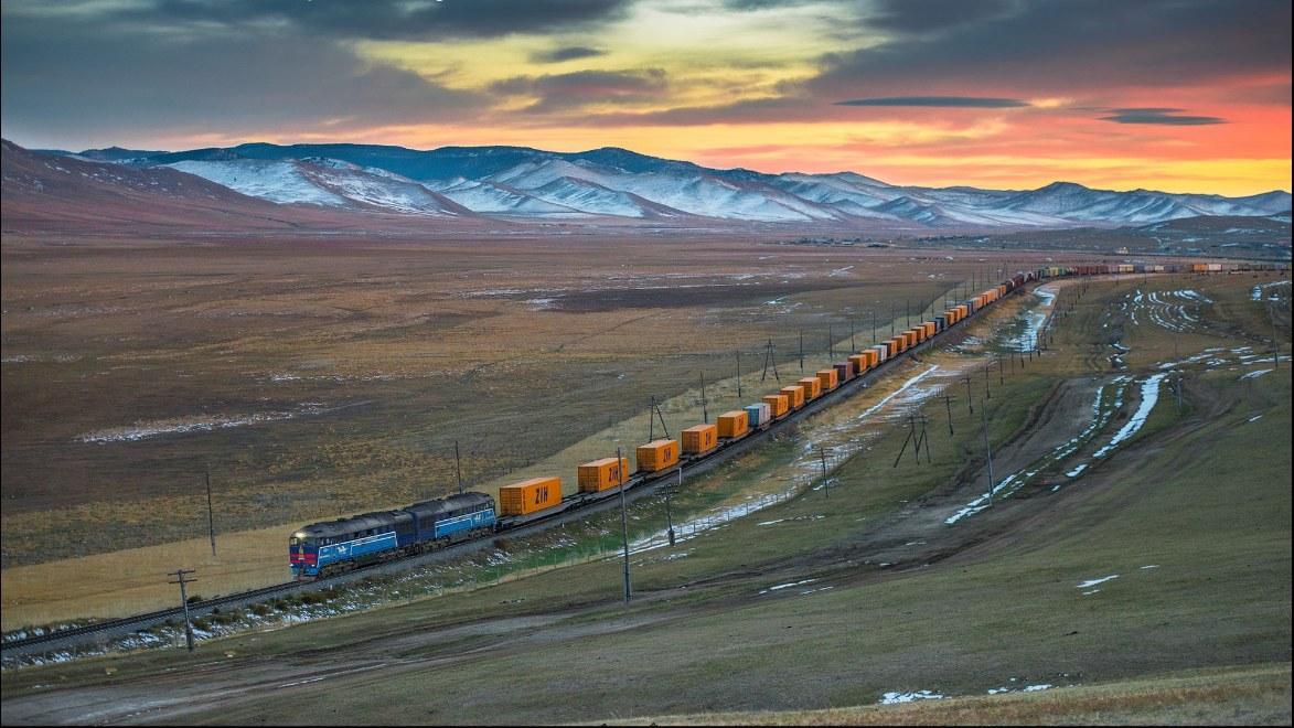 A Kína és Európa közötti, Eurázsián átívelő vasúti árufuvarozás sokszorosára nőtt tíz év alatt (kép forrása: silkroadbriefing.com)