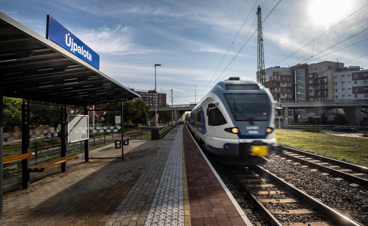 Október végén átadták Budapest legújabb vasúti megállóját, Újpalotát (fotók: MÁV-Start)