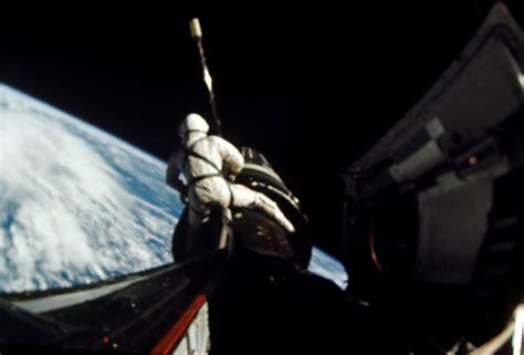 Űrséta a Gemini 10 kabinjából (fotók: NASA)