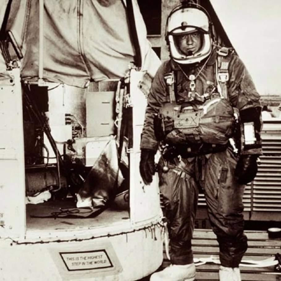 A ballon kabinja, ahonnan csak egy lépés volt a harminc kilométernyi esés