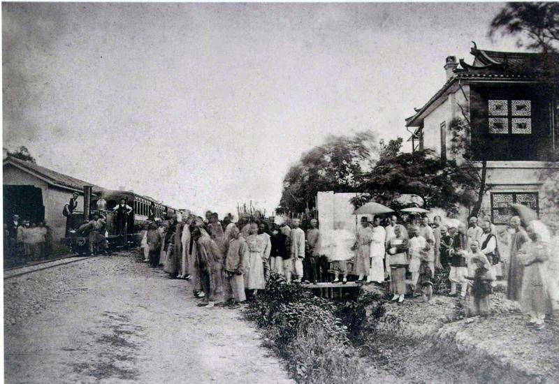 A rövid életű első kínai vasút megnyitása Sanghaj és Vuszong között