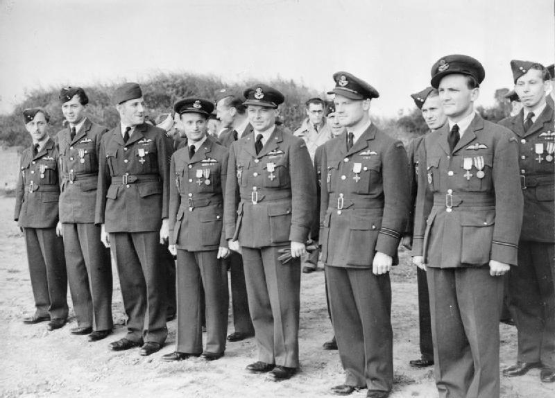 A RAF egyik cseh századának tagjai
