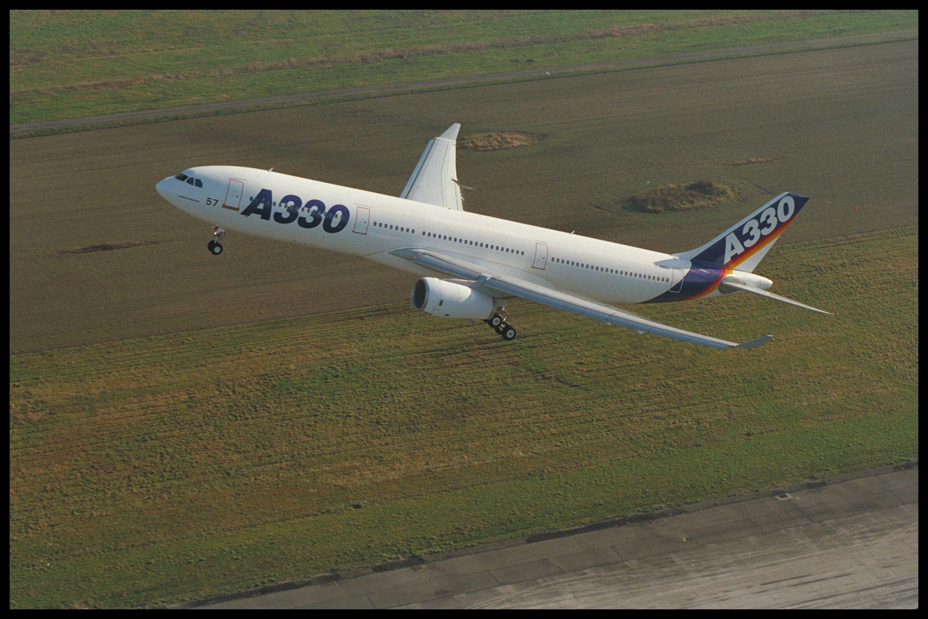 Az A330-300 prototípusa (fotók: Airbus)