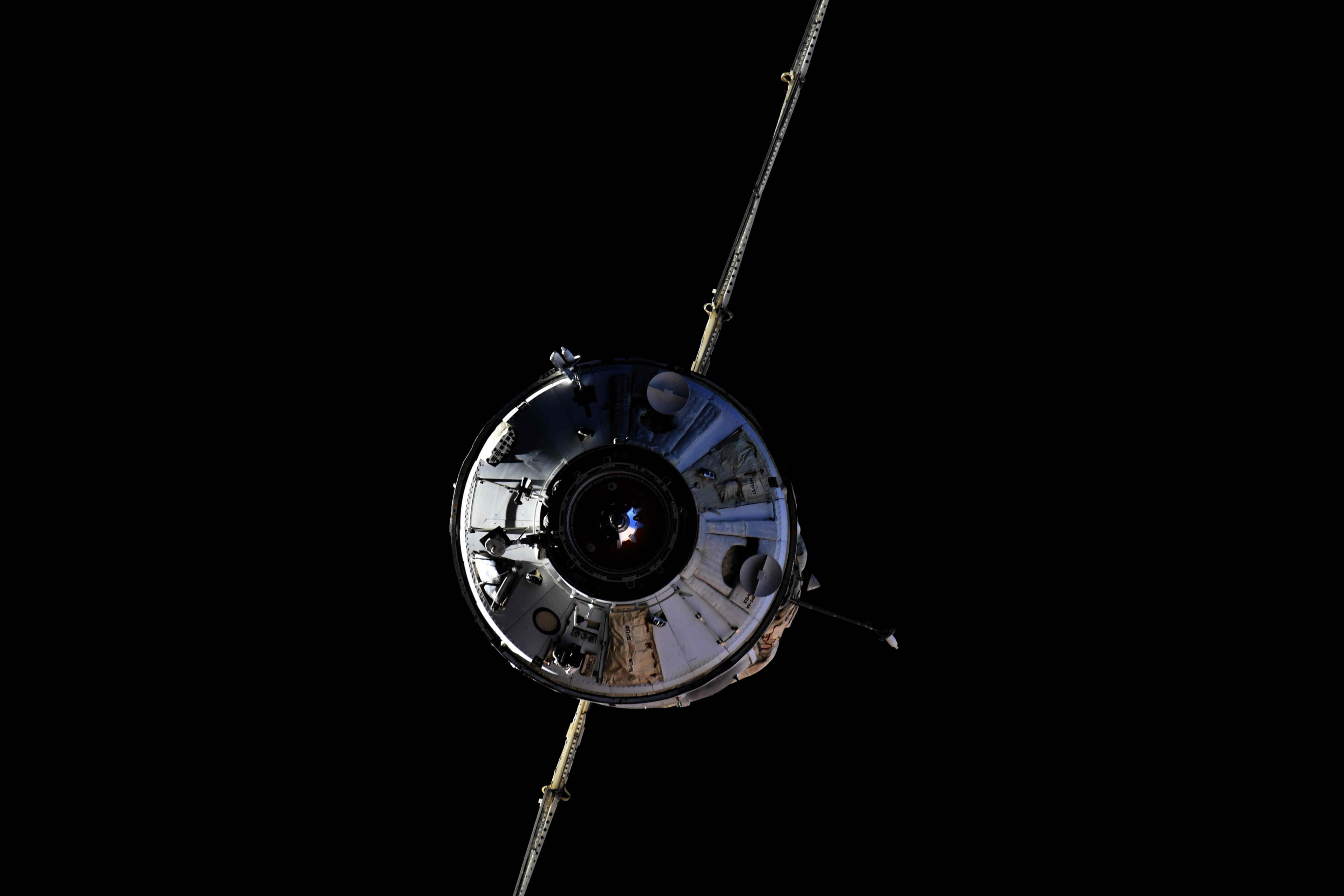 Sok év után ismét új modul közelít az űrállomáshoz (fotók: Roszkozmosz)