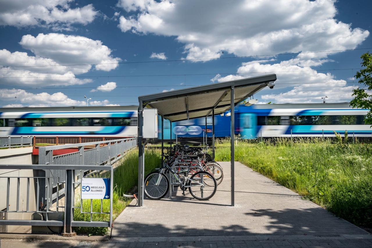 Velencén lelkesen használják az utasok a tárolókat