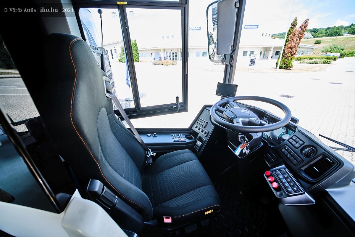 A járművezető munkahelye gyakorlatilag hibátlan, ergonómiai szempontból példaértékű