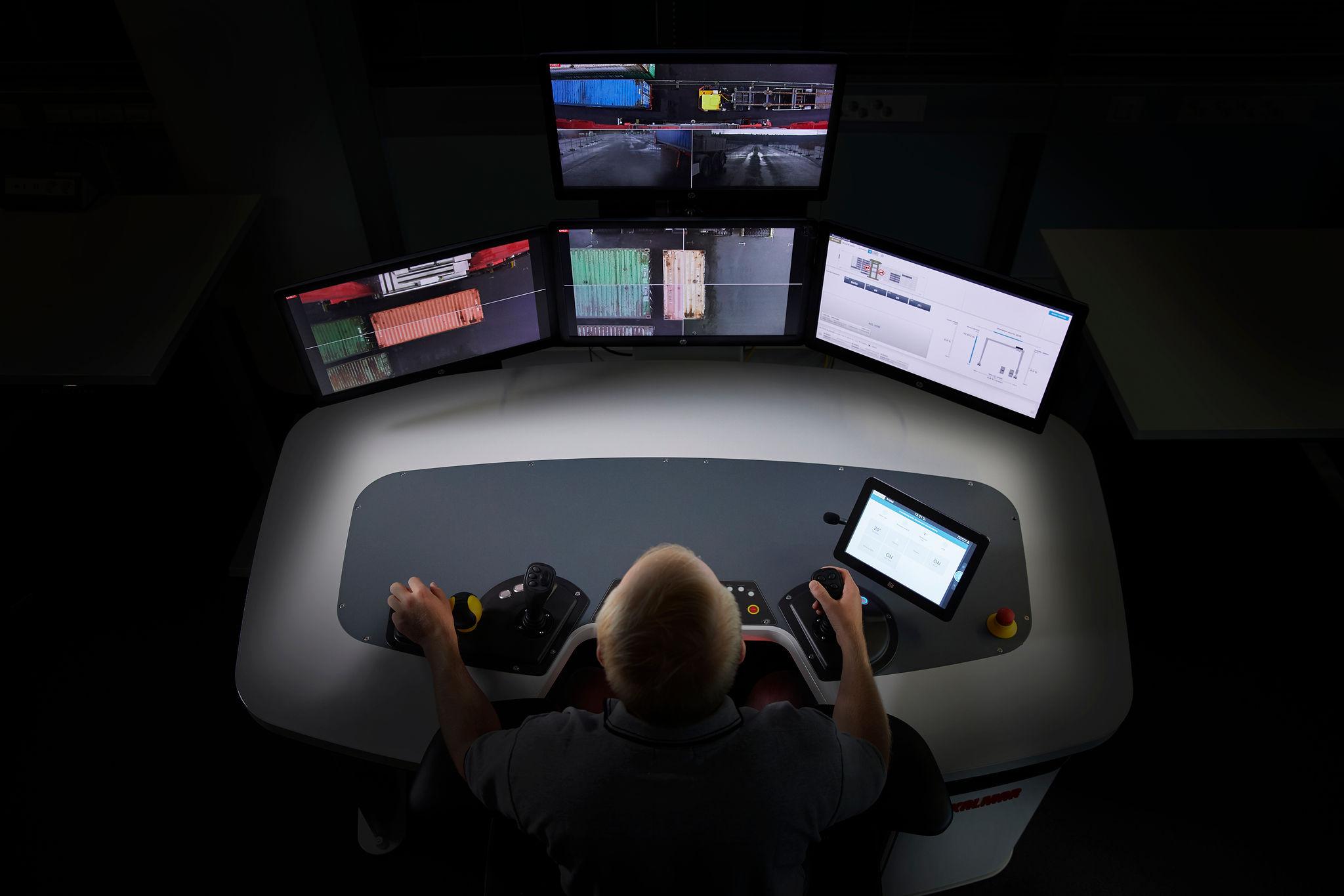 Egy pultról több gép is irányítható