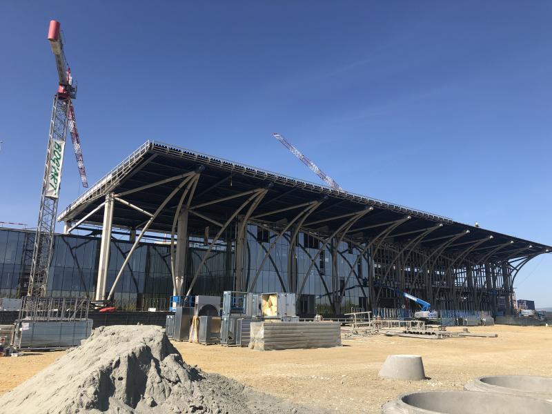 A brassói terminál évi egymillió utasra készül (fotók: Új Magyar Szó)