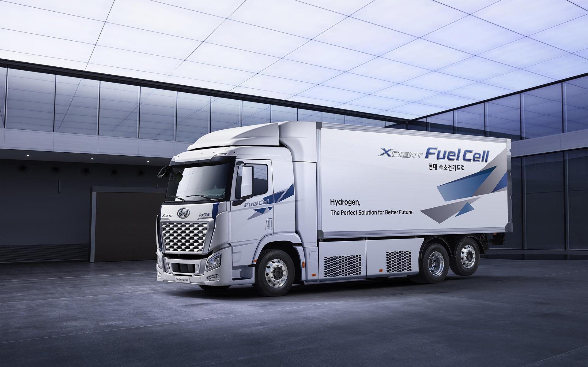 Az áruelosztó/regionálisszóló tehergépkocsi és tengeren túli nyerges közös platforma épül