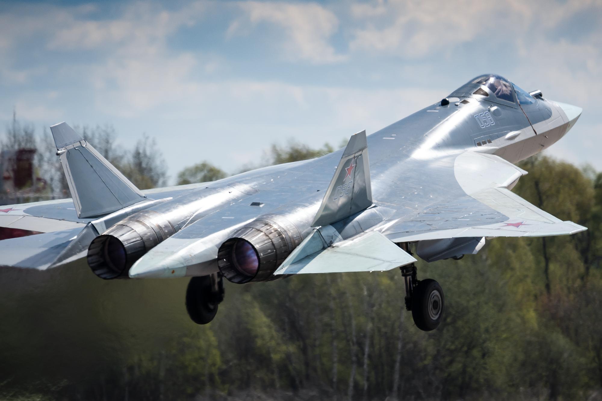 A létező, bár még a régi hajtóművel repülő ötödik generációs, a Szu-57 (fotó: UAC)