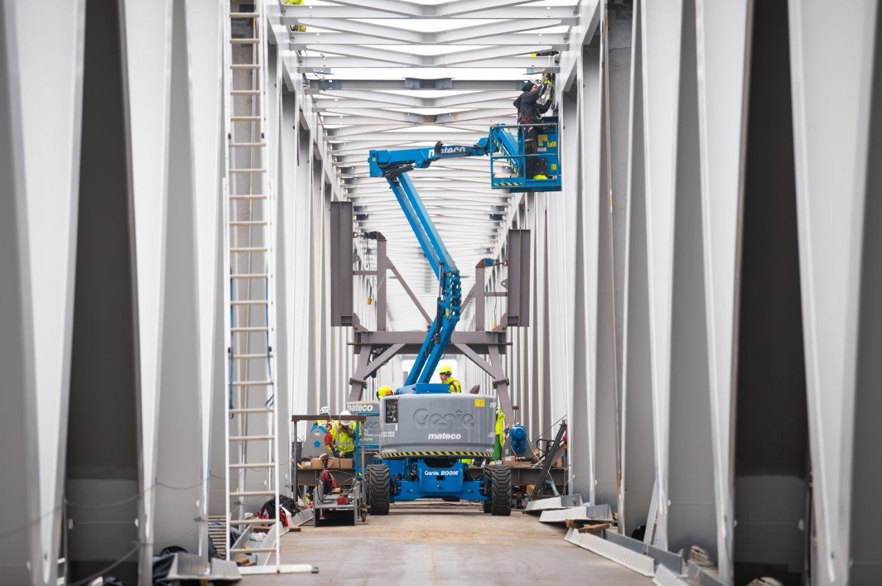 Elkészült a Déli összekötő vasúti híd új, harmadik hídszerkezete, tavasszal már vonatok is járhatnak majd rajta. A képre kattintva galéria nyílik (fotók: NIF Zrt.)