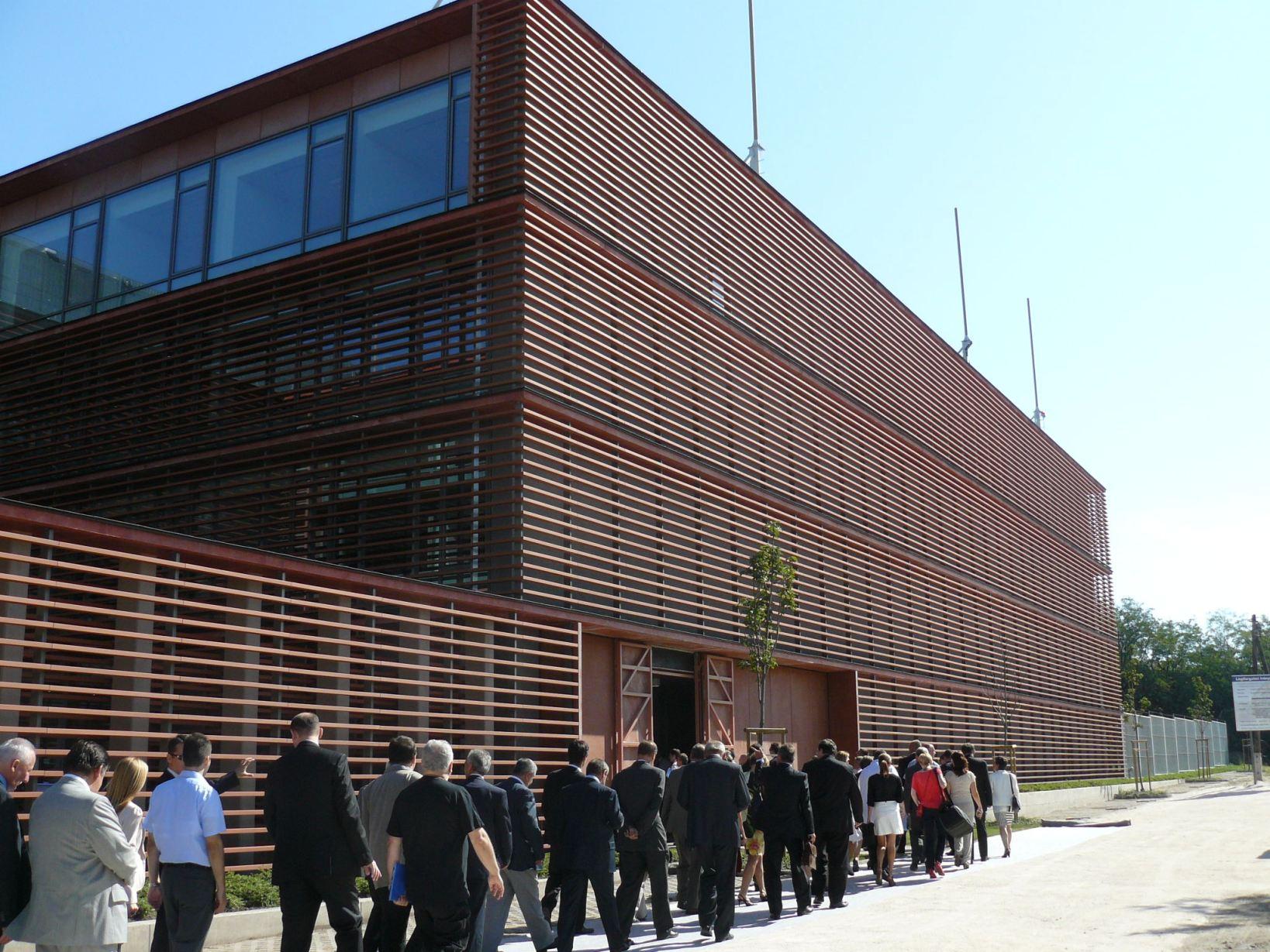 Az új épület átadása 2012-ben (fotók: iho.hu)