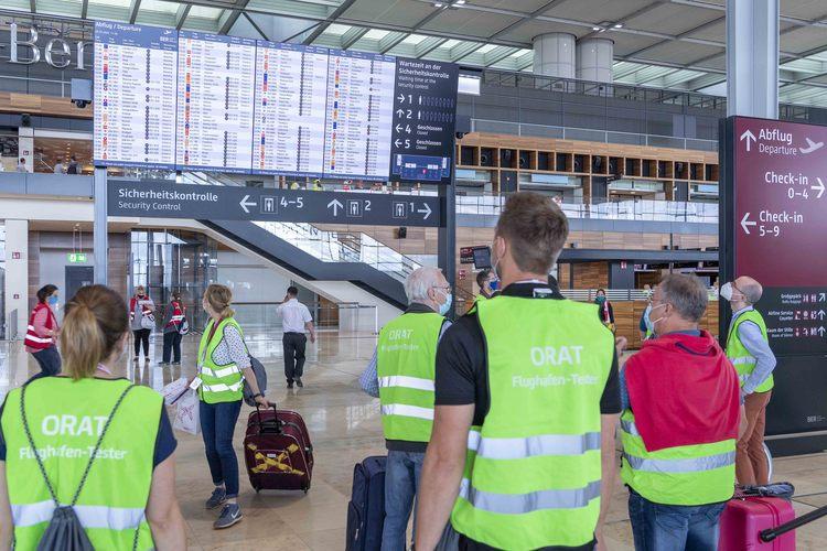 Többezer önkéntes próbálta le az utasforgalmi rendszereket