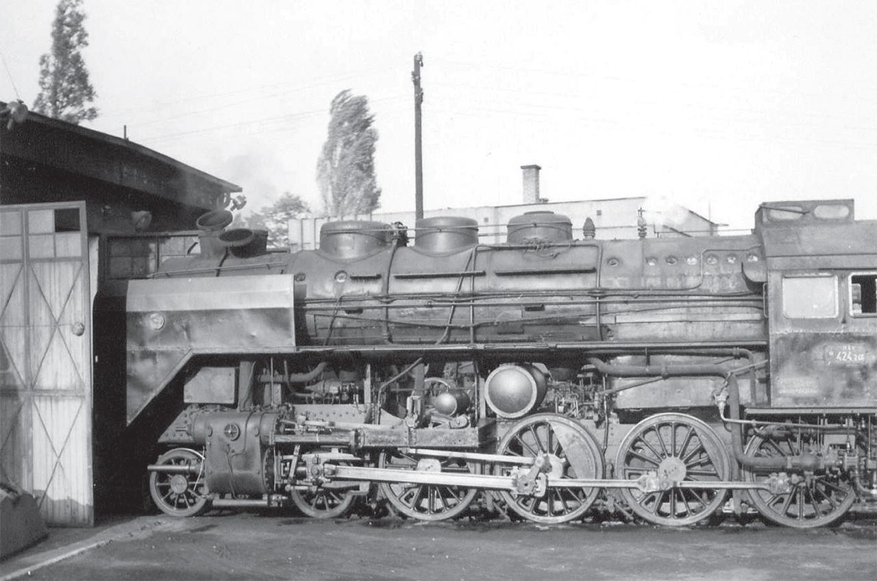 424.246 – a felvétel Kecskeméten készült, ahol utolsó éveiben a mozdony fűtőgépként szolgált (fotó: Kadosa András gyűjteménye)