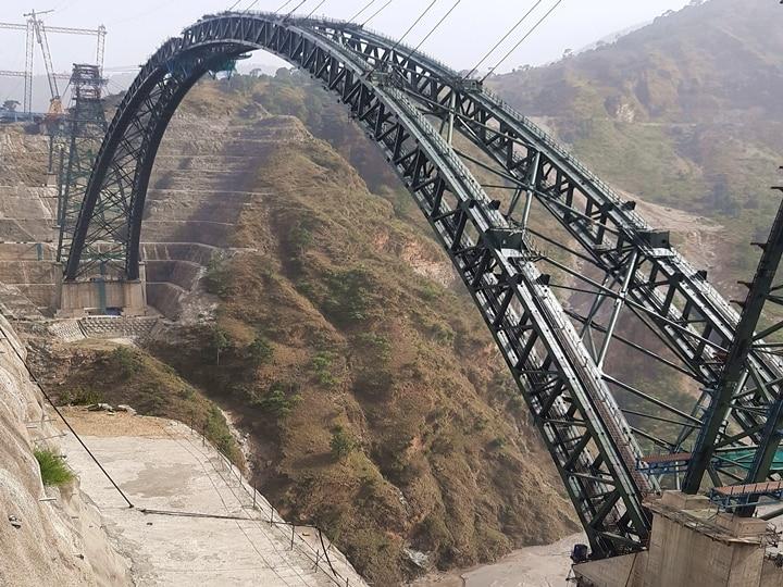 A napokban készült el a  Csenab-híd acél tartószerkezete (kép forrása: ceenixdevelopment.com)