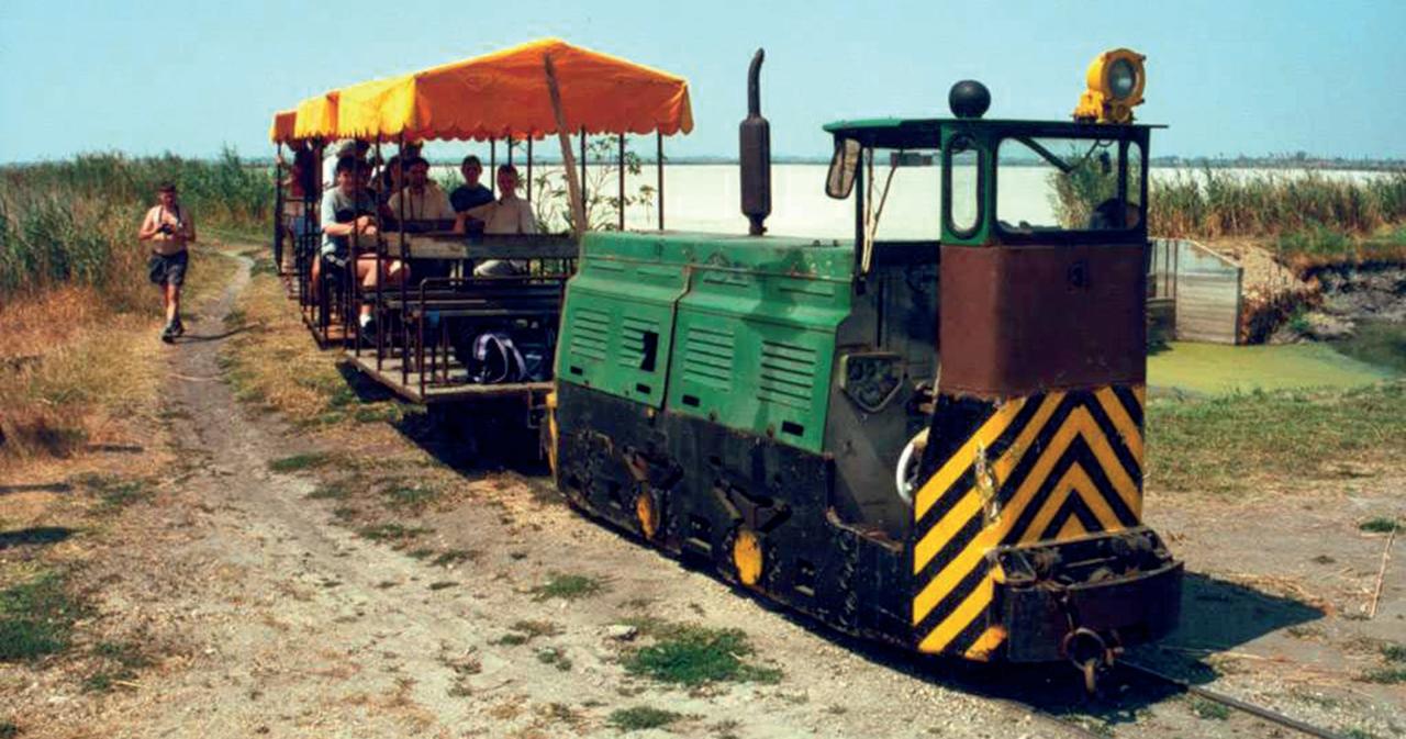 Különvonat a 3-as mozdonnyal. Gayer Márk felvétele 2000. augusztus 13-án készült (forrás: kisvasutak.hu)