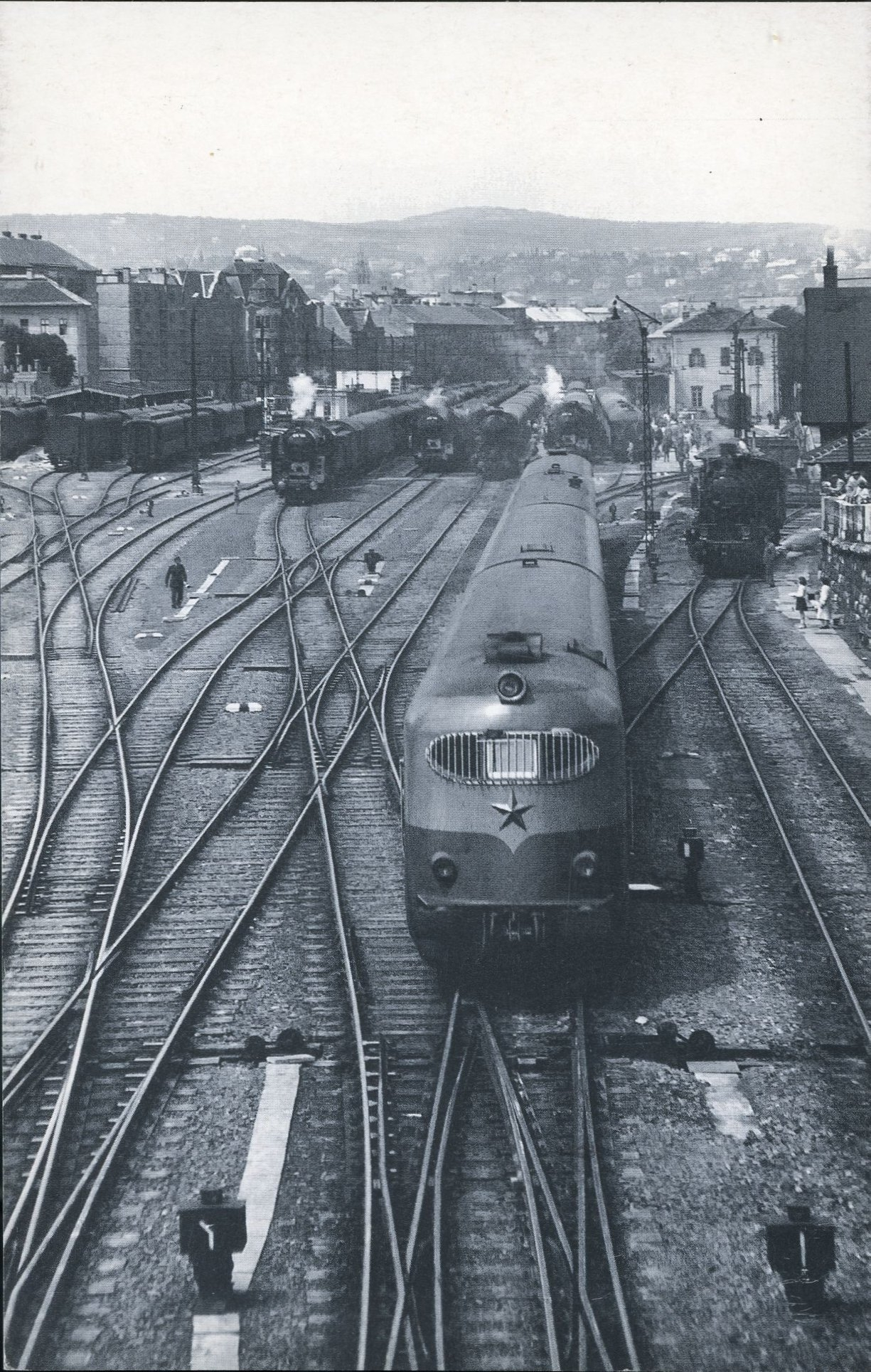 Ez a fotó bizony Indóház-borító is volt! Helikon expresszvonat a régi Déli pályaudvaron, 1958-ban