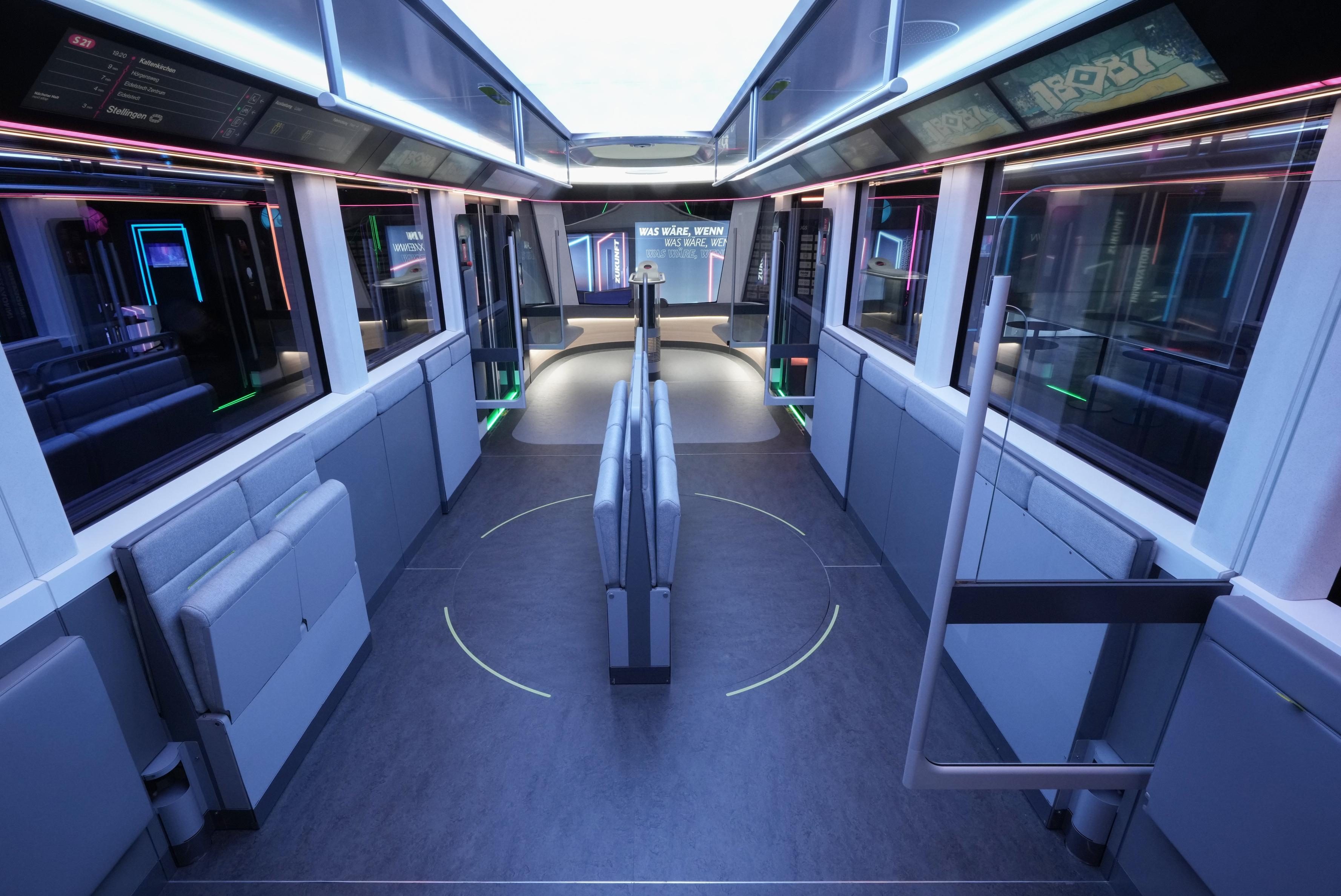 Nem villamos, motorvonat, újszerű, variálható belső térrel