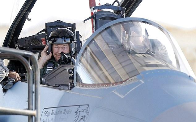 Az első szuperszonikus repülés 65. évfordulóján, ismét hangsebesség feletti repülésre készülve