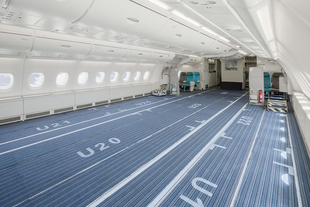 A Hi Fly 380-asának egyik fedélzete, széksorok nélkül