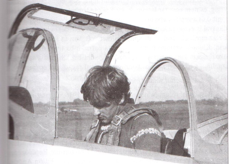 Illusztrációk a könyvből: a fiatal motoros oktató