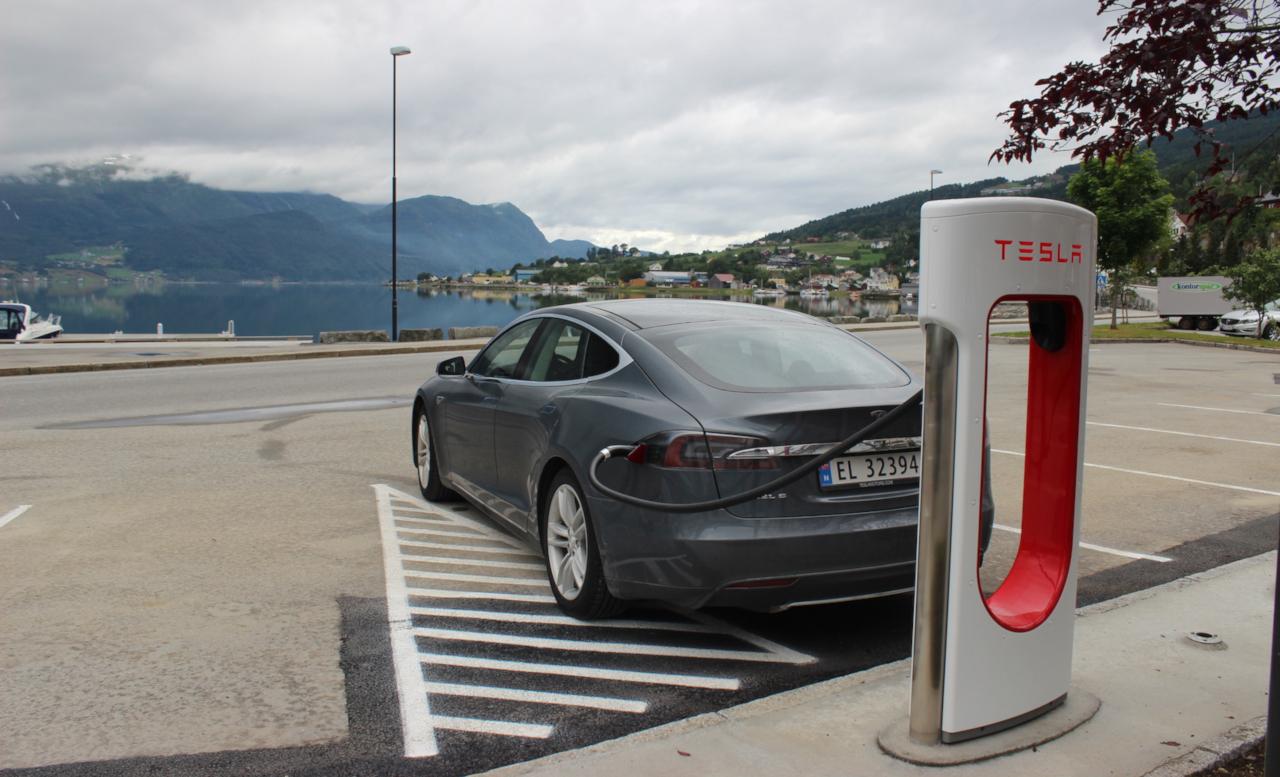 (fotók: Tesla Twitter-oldala)