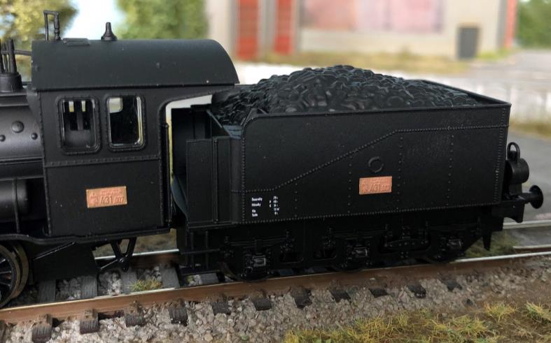 A MÁV 431,007 pályaszámú gőzmozdony réz pályaszámtáblákkal