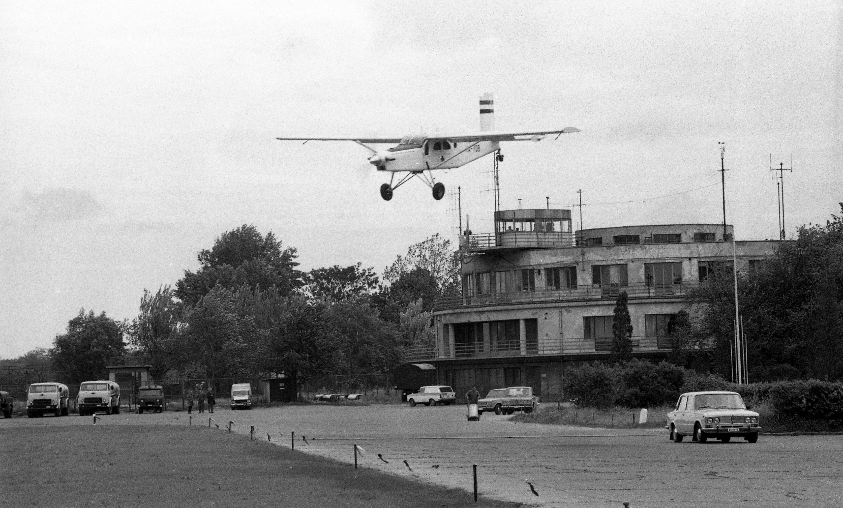 A mentőszolgálat PC-6-osa, Budaörs 1980 (fotó: Fortepan, Urbán Tamás)
