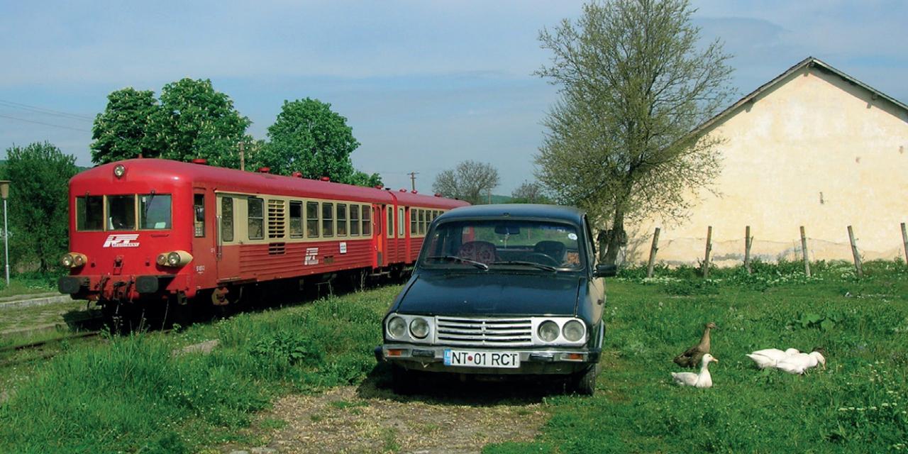 Északkelet-Románia mellékvonalain a Regiotrans, újabb nevén Regio Călători a meghatározó szolgáltató a francia államvasútól vet, 1963 és 1970 közöt gyártot, kétrészes Caravelles motorvonatokkal. Vonatkeresztezés a Roman–Buhăiești vonal Dagâța állomásán 2010-ben