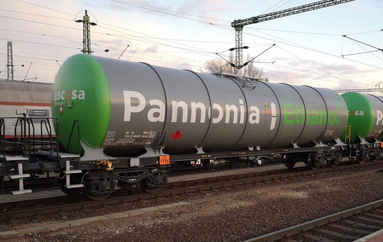 Az eredeti PE tanker Budapest-Kelenföldön. Jól megfigyelhető a Nymwag-kocsikra jellemző tartályrögzítés. A fékállás felett a műholdas-nyomkövető is látható. Kovács György fotói 2020. február 21-én készültek