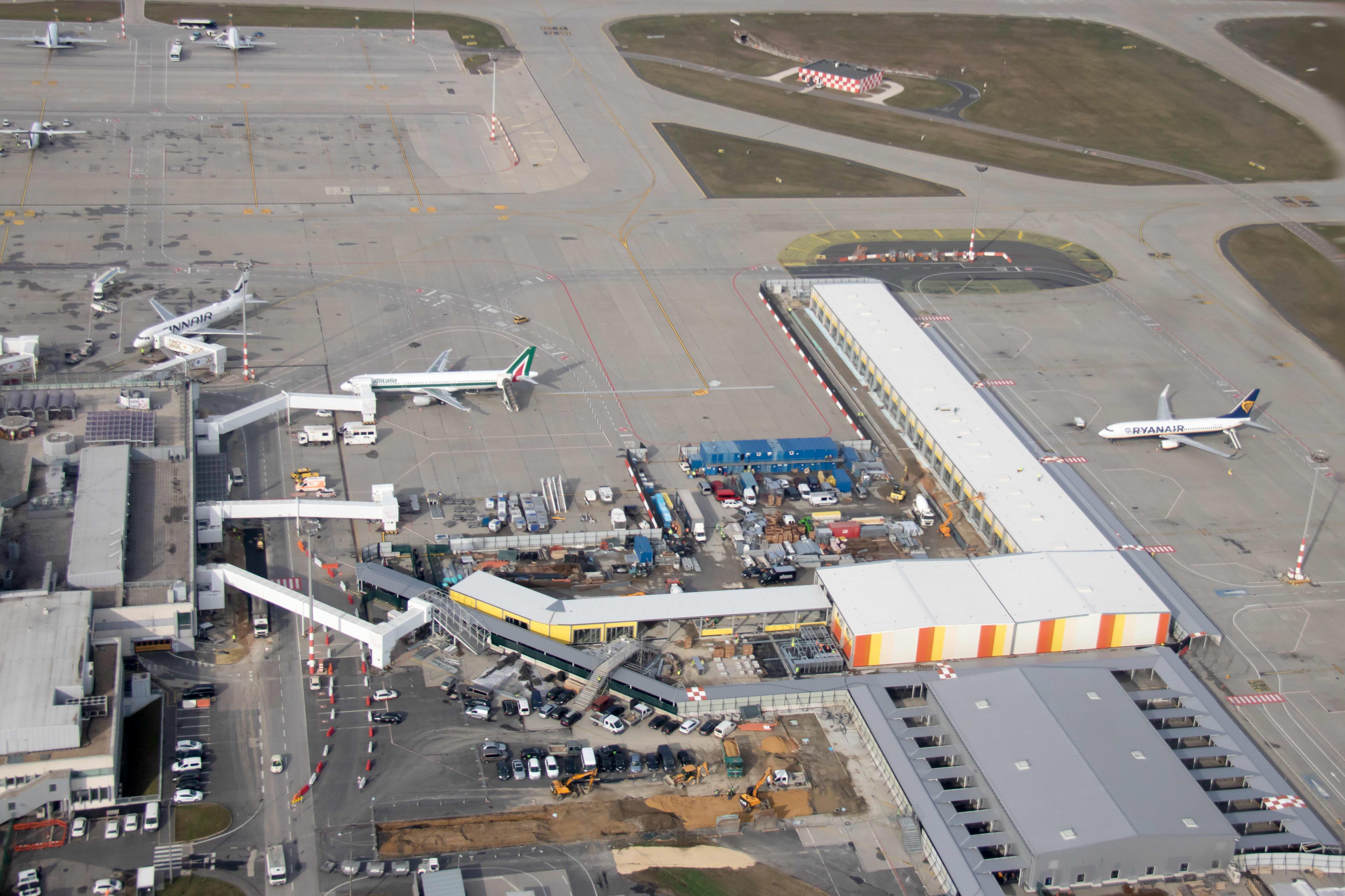 Januárban a móló fele készült el, és azonnal nekiláttak a második ütemnek (fotók: Budapest Airport)