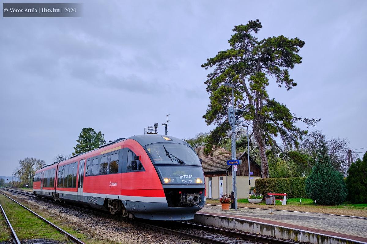 A fehévári bázisú Desiro motorvonatok eljutnak Pécs környékére is, képünkön Magyarbólyban készülődik a határátlépéshez a 028-as egység (fotók: Vörös Attila)