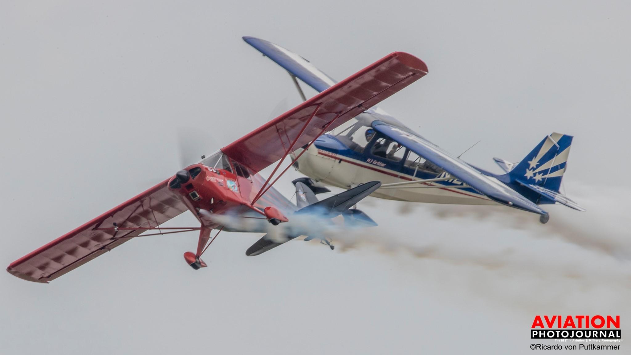 Vállszárnyas túragépekkel is lehet bemutatót repülni...