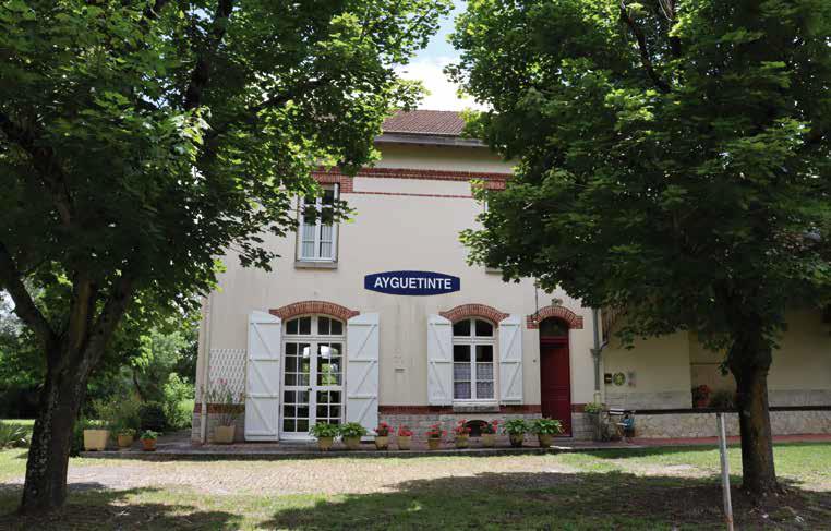 Ayguetinte felvételi épülete 1925 és 1939 között fogadta az utasokat, akik az állomásra érkeztek, így látták meg azt