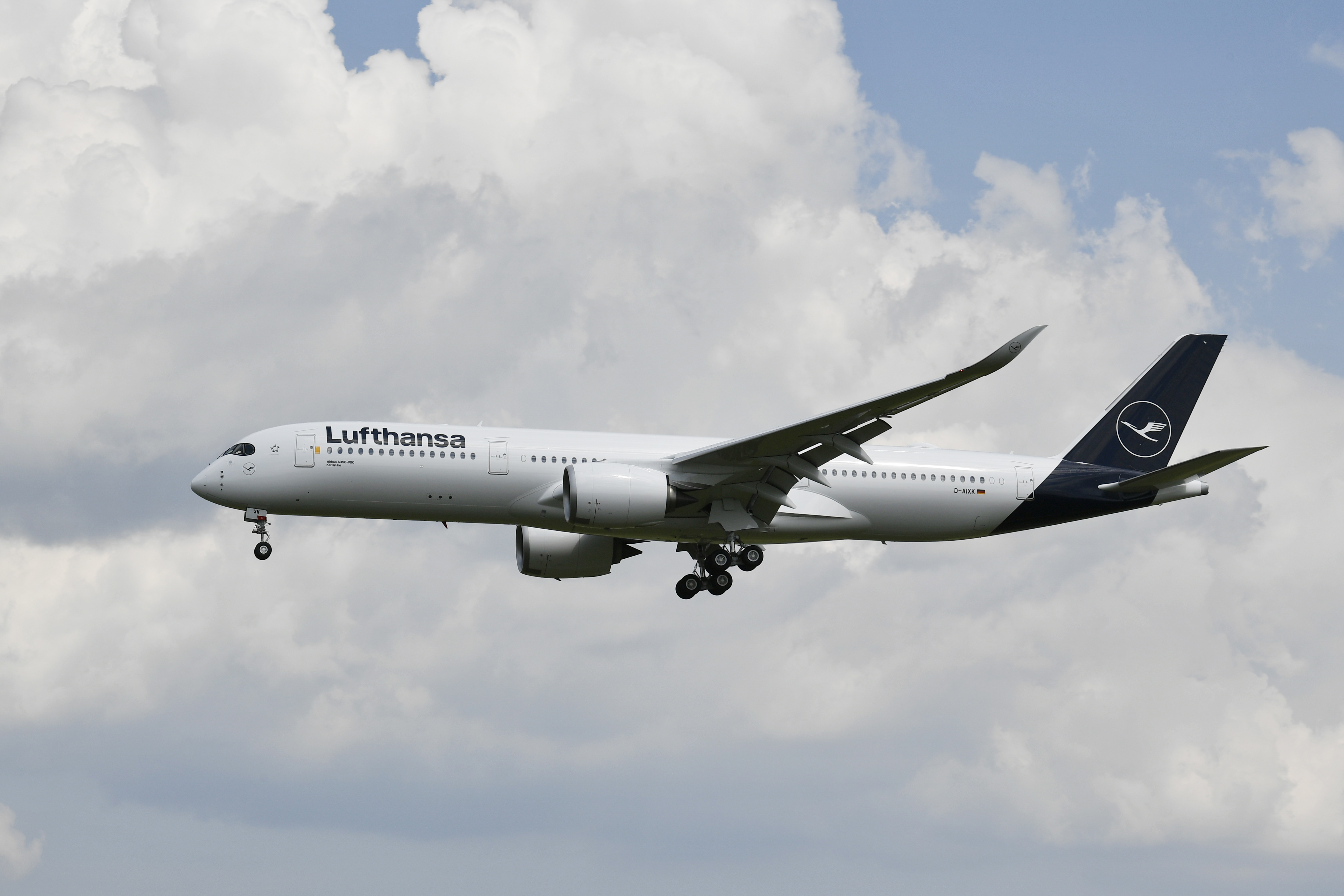 A 350-es már repül a társaság színeiben (fotók. Lufthansa)