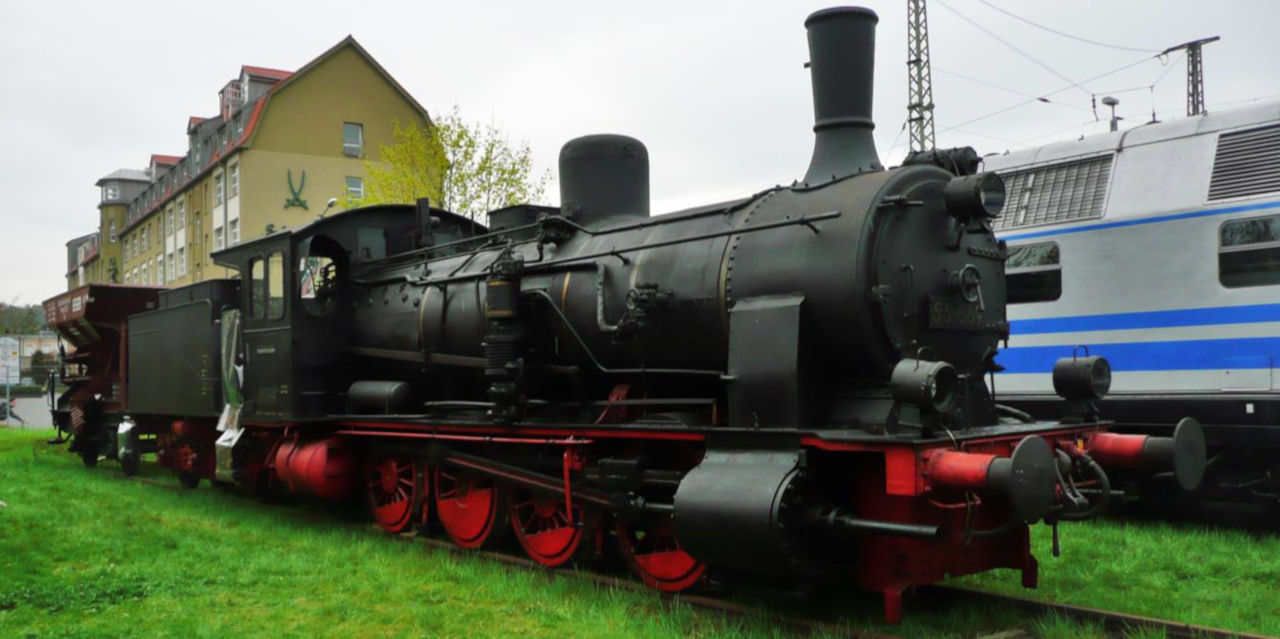 A BR55-ös egy ma is működő példánya a Verkehrsmuseum Dresden tulajdonában; ez a mozdonytípus felel meg a modellváltozatnak; forrás: Von Rainerhaufe - Eigenes Werk, CC BY-SA 4.0
