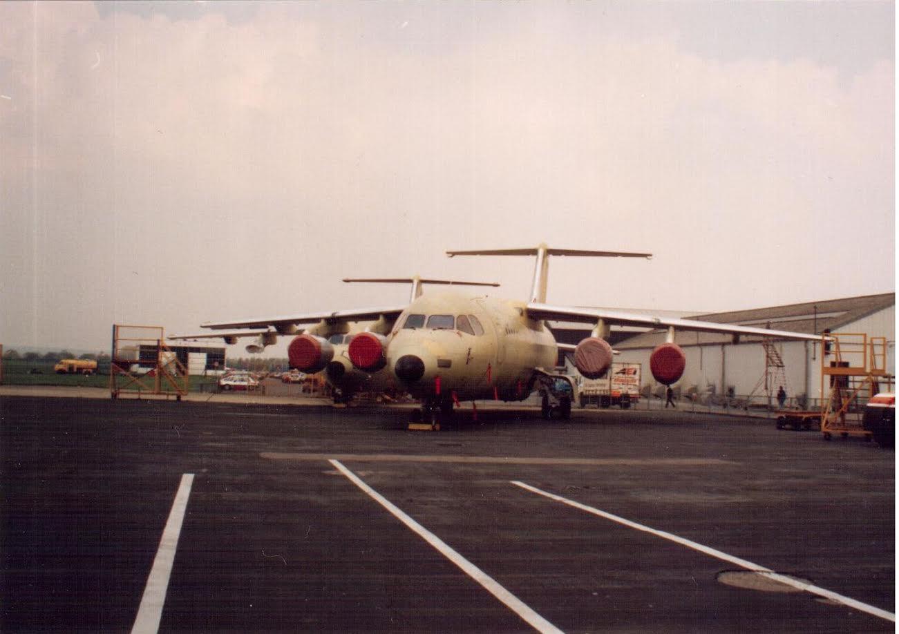 Kész, de festetlen gépek Hatfielden 1991-ben (fotó: Márványi Péter)